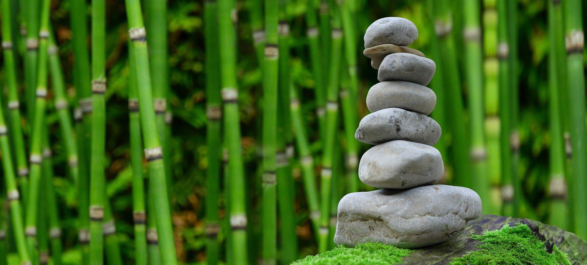 kamienie symbolizujące medytację